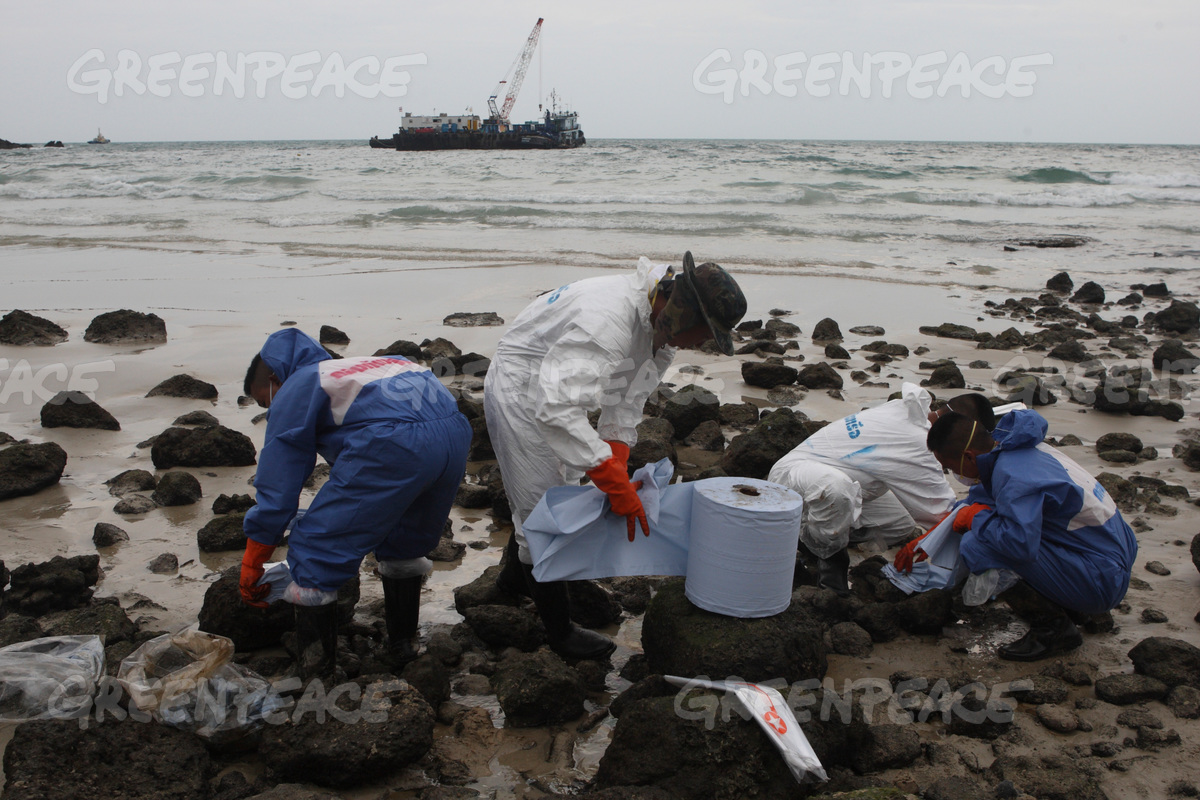 Oil Spill Clean Up in Thailand
