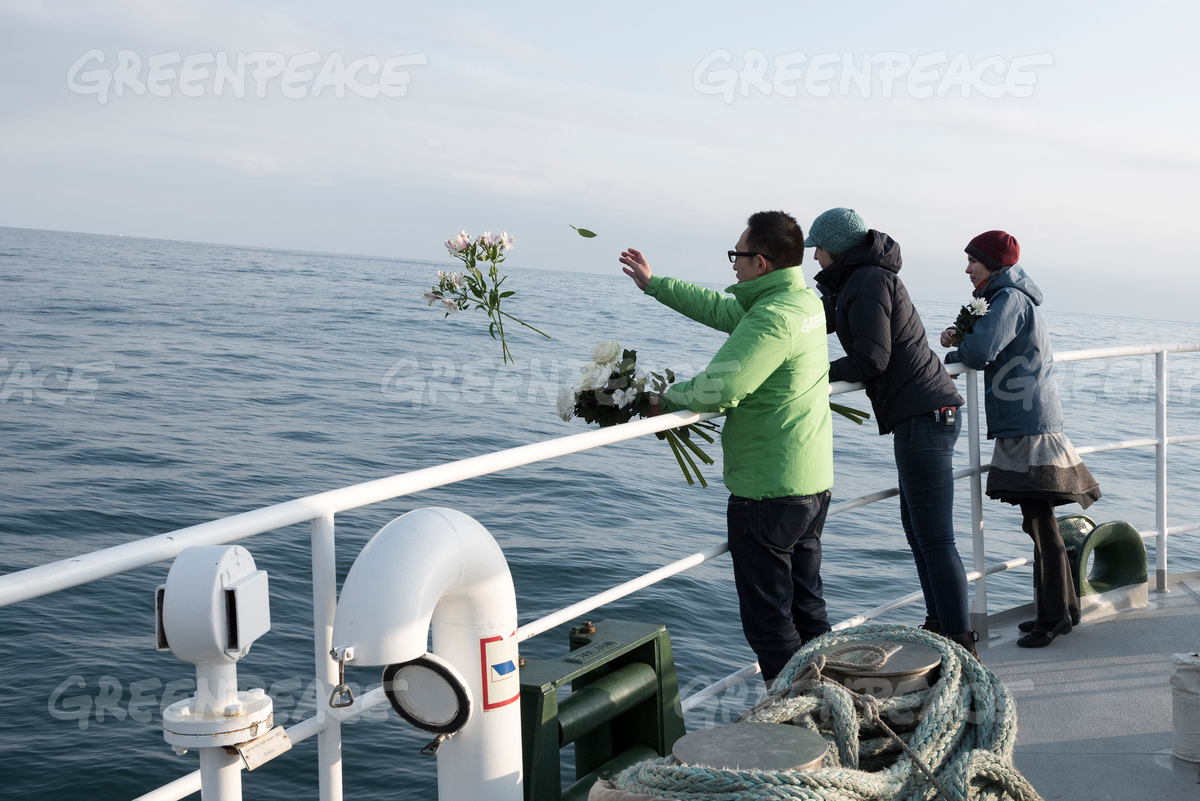Rainbow Warrior Offers 200 Flowers off the Coast of Fukushima