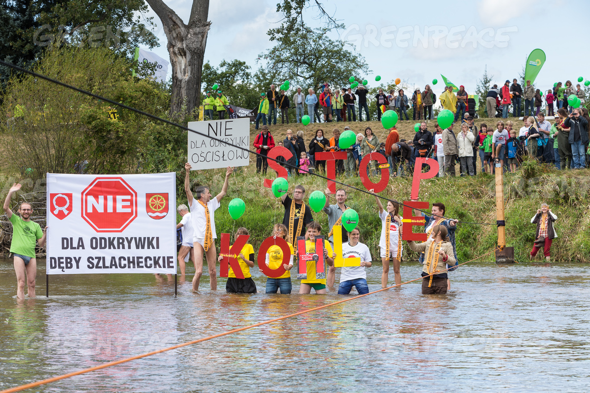 'Human Chain Against Coal' Crosses the Neisse River