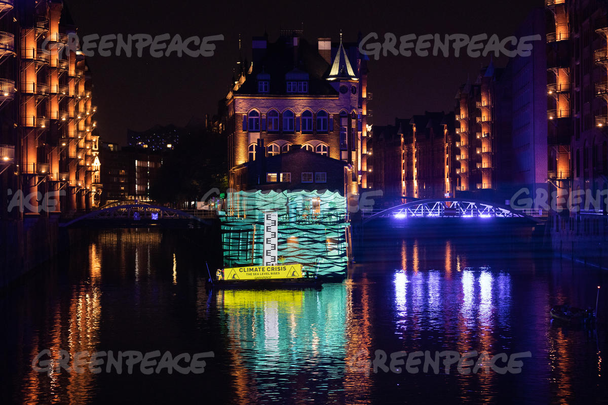 Greenpeace Projection at Hamburg Speicherstadt