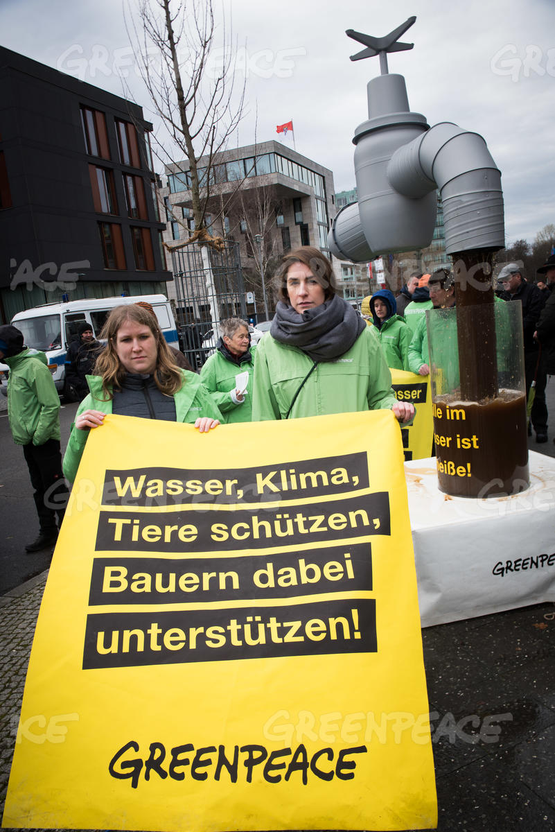 Protest at Conference on Manure Laws in Berlin