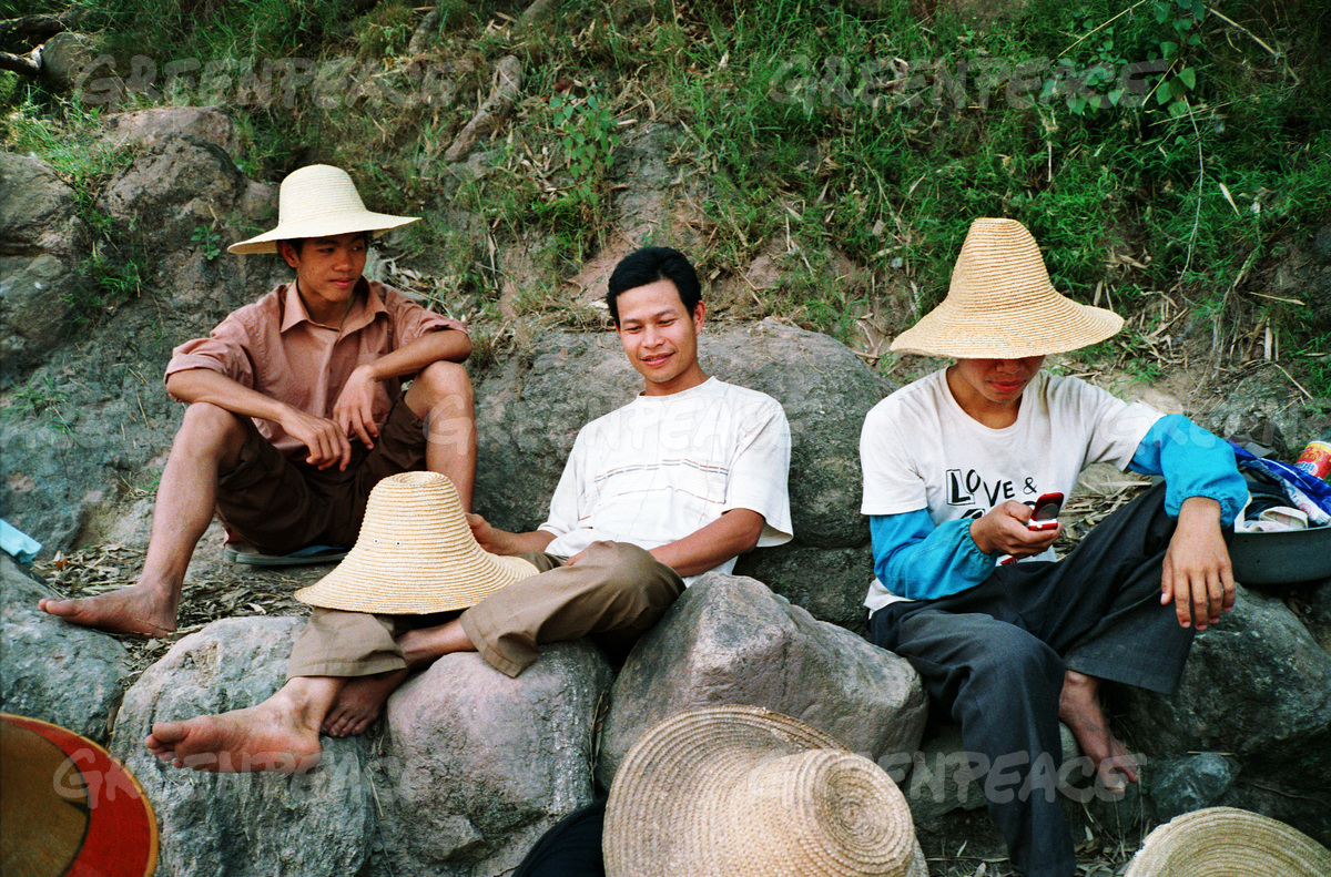 Men Relax in Xinping