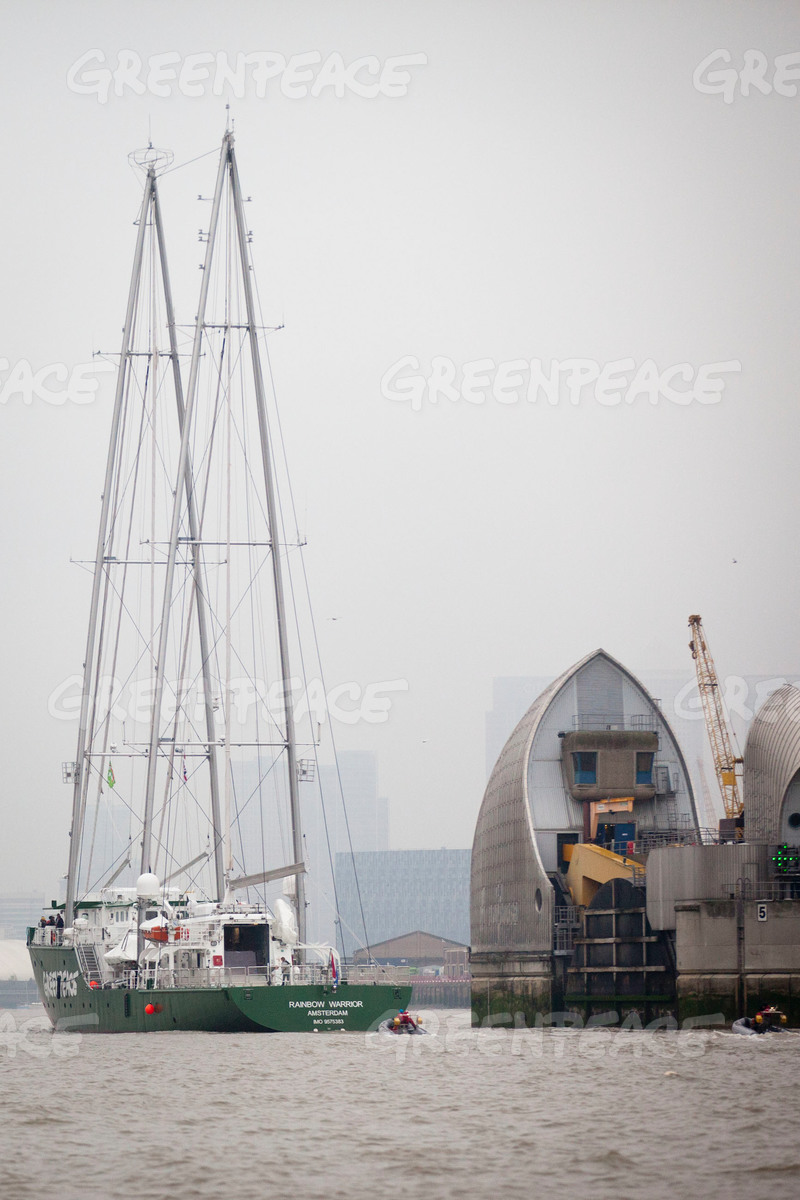 Rainbow Warrior Arrives in London