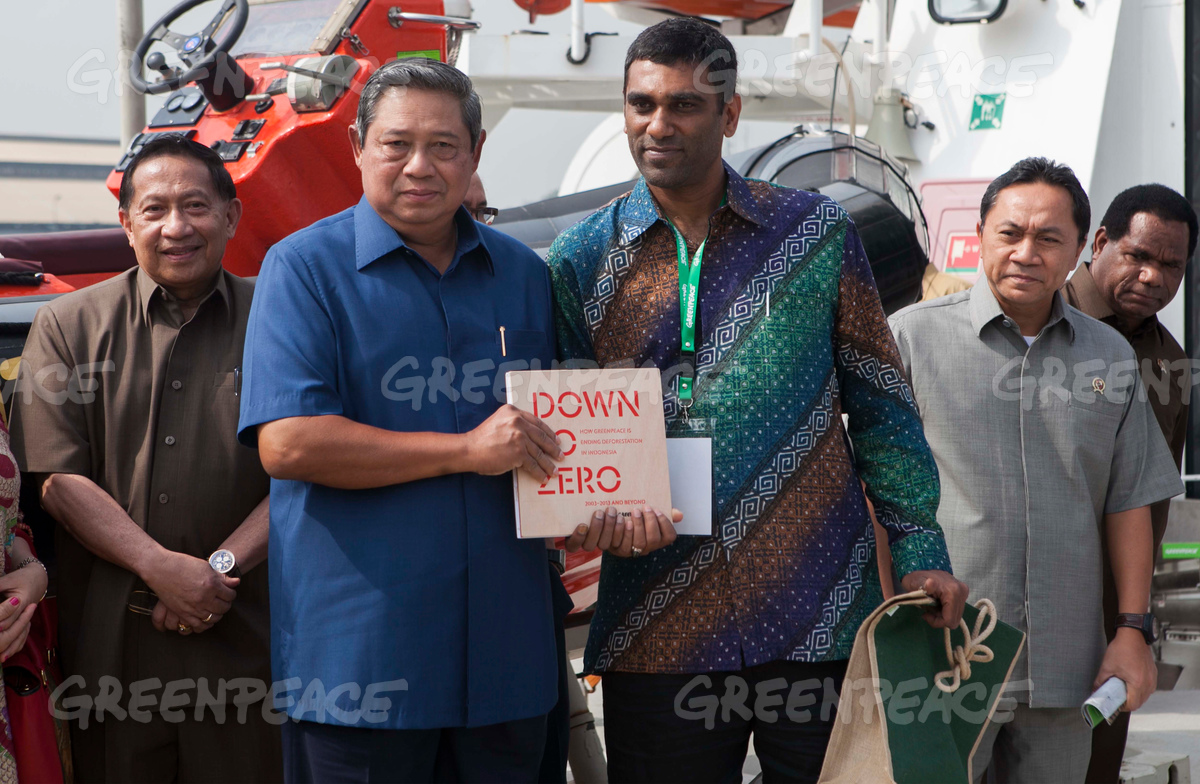 Indonesian President Visits Rainbow Warrior