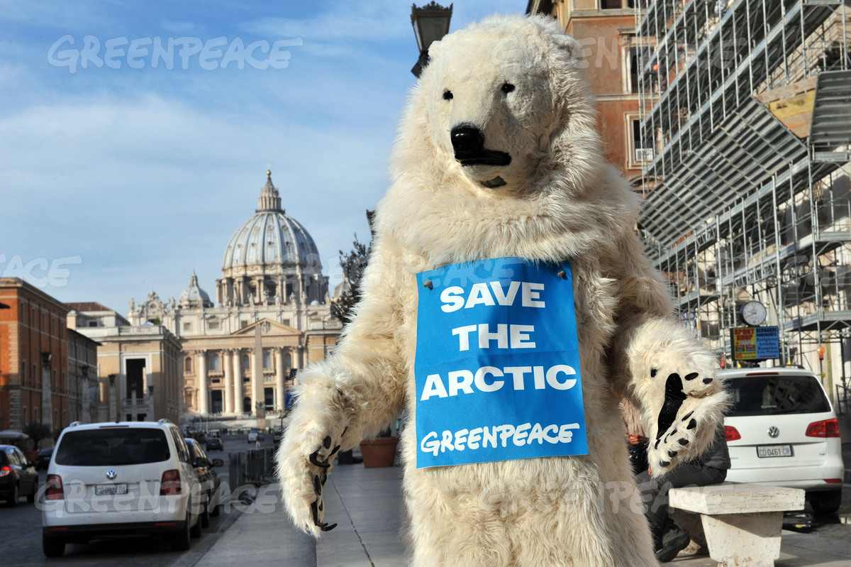 Arctic 30 Action during Putin's Visit in Rome