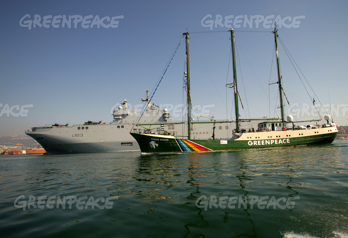 Unloading of Second Shipment - Greenpeace delivers supplies for MSF - 2006