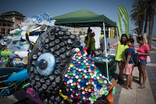 """Better Without Plastics"": Beach Clean-Up in Valencia"