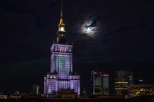 Night Projection against US Withdrawal from the Paris Agreement in Warsaw