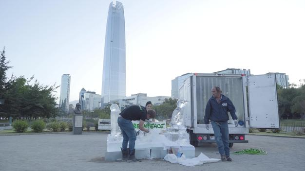 Penguin Ice Sculptures in Santiago de Chile - VIDEO Backstage (B-Roll)