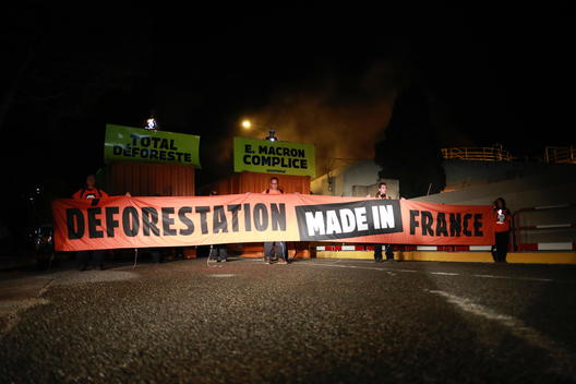 Activists Block TOTAL Biorefinery in the South of France