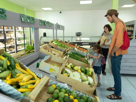 Ecological Fruit Farms in Valence