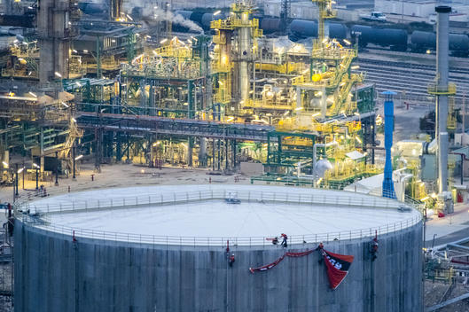 Activists Unfurl a Banner at TOTAL Bio-refinery in the South of France
