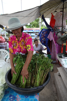 Market at Bangplee Yai Temple