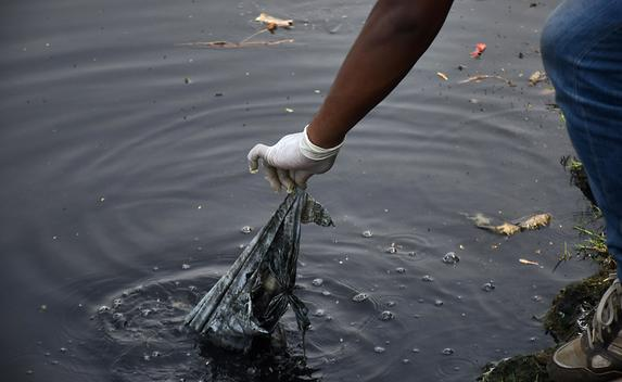 Clean Up Drive on the Banks of the River Yamuna in New Delhi