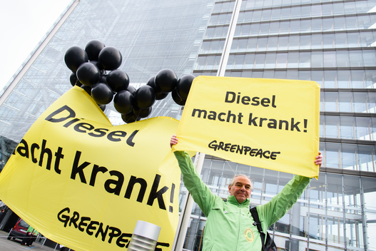 Protest at State Chancellery of North Rhine-Westphalia against Diesel Exhaust