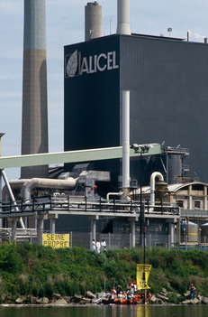 Blockade of the Outflow from the Alicel Plant, Rouen, France