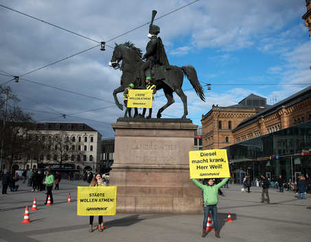 Protest for Clean Air at Ernst August Statue in Hannover