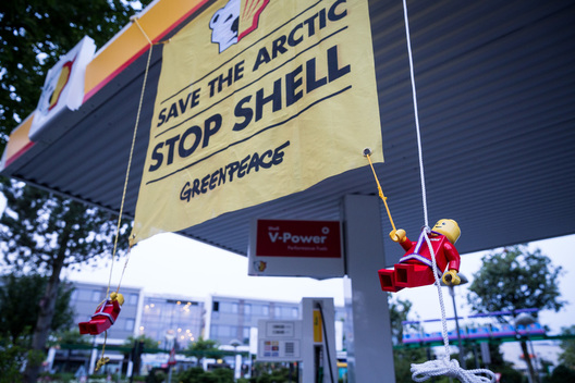 Action against Shell at LEGOLAND in Denmark