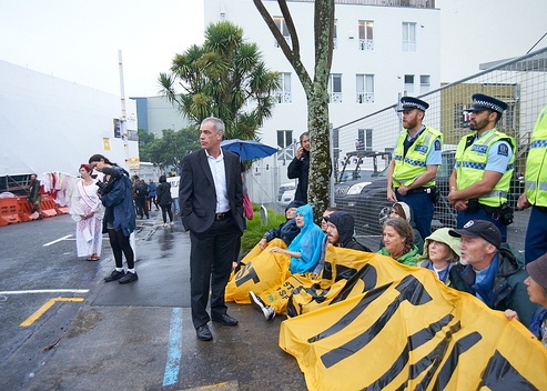 Oil Conference Blockade in New Zealand (Photos & Videos)