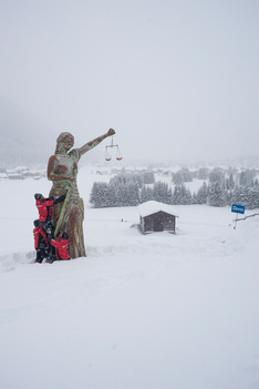 Statue of Justice Activity in Davos