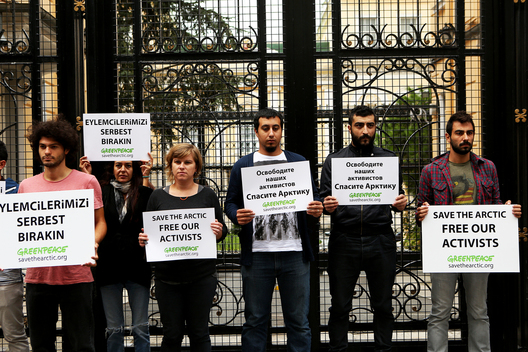 'Free the Arctic 30' Protest at Consulate in Turkey