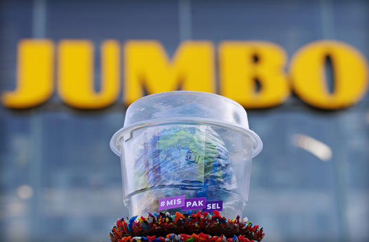 Jumbo Supermarket Wins Excessive Plastic Packaging Award in the Netherlands (Photo & Video)