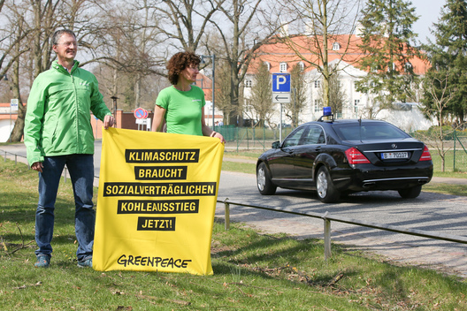 End Coal Banner Protest at Schloss Meseberg