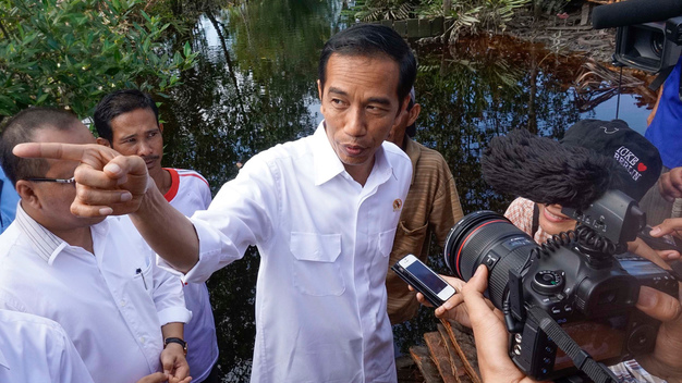 Indonesian President Visits Forest Fires Affected Community in Riau (Photos & Videos)