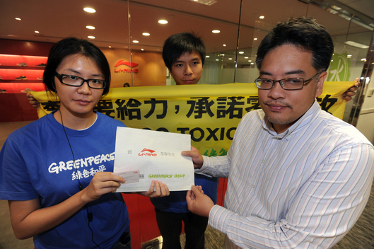 """Detox"" Action at Li-Ning in Hong Kong"