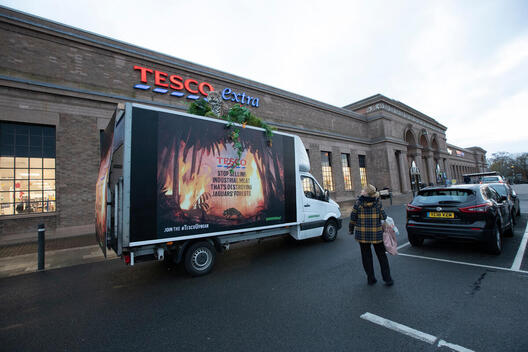 Life-size Animatronic Jaguar Visits Tesco Stores in Letchworth