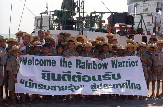 Children Welcome the Rainbow Warrior during Open Day in Phuket