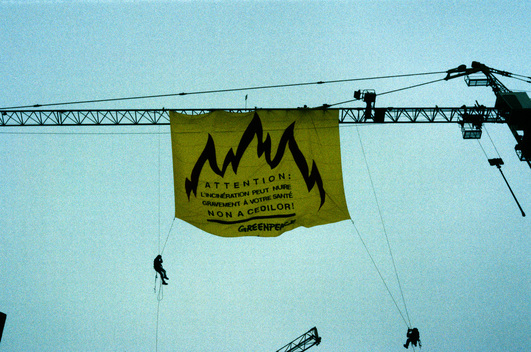 Banner hanging from a crane in protest at the planned CEDILOR hazardous waste incinerator, Thionville, France.