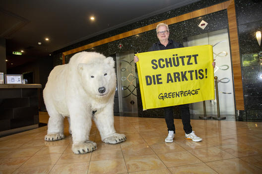 Herbert Groenemeyer with Paula the Polar Bear in Chemnitz
