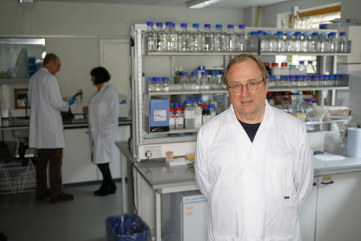 Manfred Santen in Exeter Lab in UK