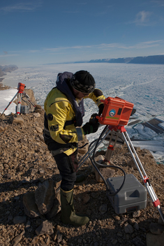 Time-Lapse Cameras on Petermann Glacier