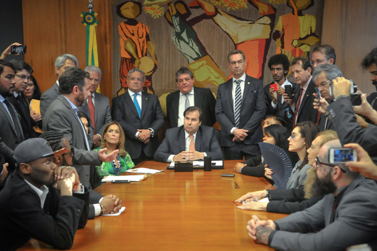 Lower House Speaker Rodrigo Maia Receives Signatures at Brazilian National Congress