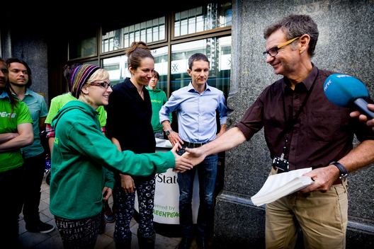 Bear Island Signatures Handed to Norwegian Environment Ministry