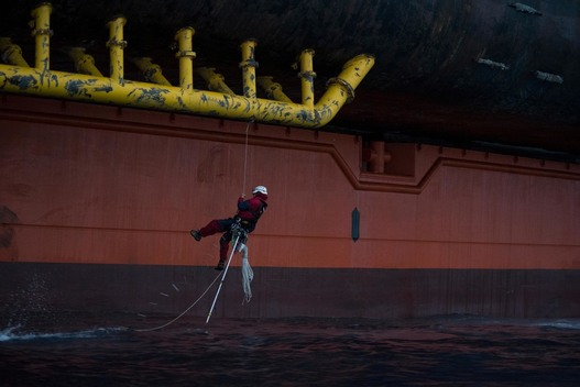 Six Greenpeace Climbers Scale Shell's Arctic-Bound Oil Rig