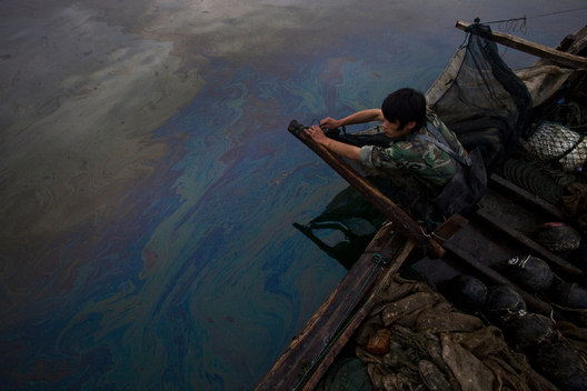 Clean-up of Oil Spill in Dalian