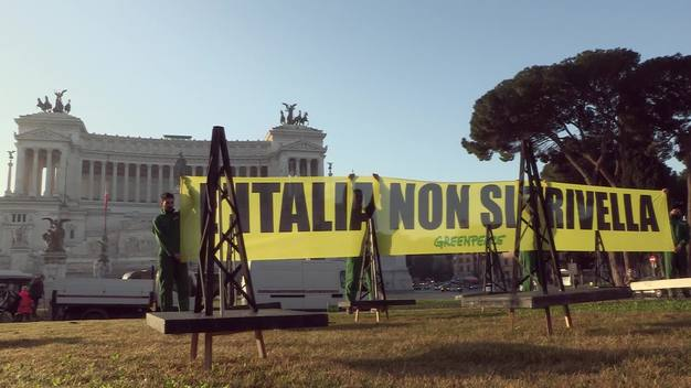 No Oil Drill Action at Piazza Venezia in Rome - News Access