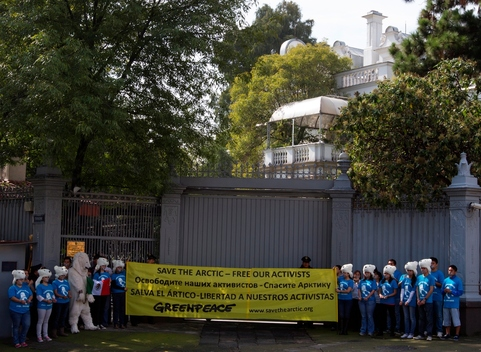'Free the Arctic 30' Protest at Embassy in Mexico