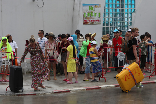Tourists Leave after Oil Spill in Thailand