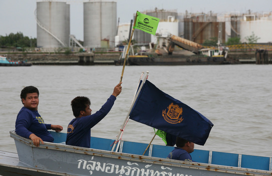 Fishermen Welcome MY Esperanza in Samut Prakan
