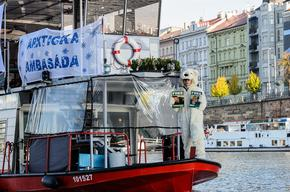 'Arctic 30' Global Day of Solidarity in Prague