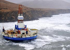 Kulluk Drill Rig Runs Aground in Alaska