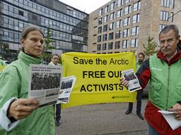 'Free the Arctic 30' Protest at Consulate in Stuttgart