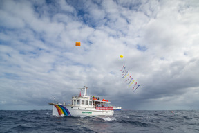 Confronting Seismic Testing Vessel with Kites in New Zealand