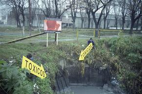 Greenpeace action against heavy toxic discharges in Riachuelo River. Buenos Aires, Argentina
