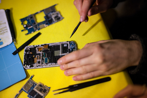 Greenpeace Smartphone Repair Cafe in Hamburg