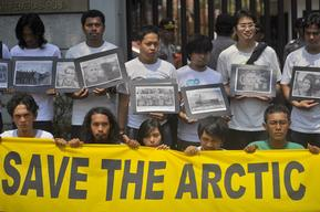 'Free the Arctic 30' Protest at Embassy in Indonesia
